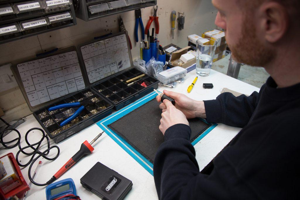 Master lock and Safe Ltd. Re-programing a vehicle key